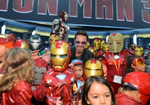 iron-man-3-robert-downey-jr-with-comic-con-fans